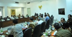 Presiden Jokowi Memimpin Ratas Mengenai Pembangunan Bandar Kulon Progo, Senin (9/5) Sore, di Kantor Presiden, Jakarta. (Foto: Humas/ Rahmat)
