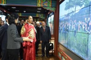 Presiden Jokowi mengunjungi pusat Industri kreatif film dan Musik Korea di Digital Media City, Selasa(17/5) waktu setempat. (Foto:Humas/Anggun)