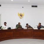 Presiden Jokowi memimpin ratas mengenai Rencana Pembangunan Pelabuhan Patimban, Senin (2/5), di Kantor Presiden, Jakarta. (Foto: Humas/Jay)