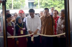 Presiden Jokowi saat Meresmikan Pasar Manis Purwokerto I, Rabu (4/5). (Foto: Humas/Oji)