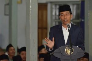 Presiden Jokowi memberikan sambutan pada Peringatan Isra Mi'raj Nabi Muhammad SAW, Rabu (4/5) malam, di Pondok Pesantren API, Tegalrejo, Magelang, Jawa Tengah. (Foto: Humas/Jay)