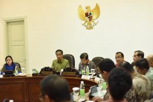 Presiden Jokowi didampingi Wapres Jusuf Kalla saat memimpin Sidang Kabinet di Kantor Presiden, Jakarta (11/5). (Foto: Humas/Jay)