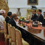 Presiden Jokowi beramah tamah usai terima Surat Kepercayaan 8 Dubes Baru  di Istana Merdeka, Jakarta, Selasa (31/5) pagi. (Foto: Humas/Deni)