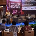 Seskab Pramono Anung menjadi pembicara dalam seminar ICW, Selasa (3/5), di Hotel Sari Pan Pacific, Jakarta. (Foto: Humas/Rahmat)