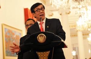 Menkumham Yasonna Laoly menjawab wartawan mengenai Perppu Kebiri, di Istana Merdeka, Jakarta, Rabu (25/5) sore. (Foto: Rahmad/Humas)