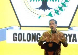 Presiden Jokowi memberikan sambutan di Pembukaan Munaslub Partai Golkar, Sabtu (15/4) malam, di BNDCC, Bali. (Foto: BPMI)