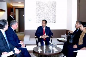 Presiden Jokowi bertemu dengan CEO Rosneft Igor Sechin, Jumat (20/5) pagi, di Radisson Blu, Sochi, Rusia. (Foto: BPMI/Rusman)