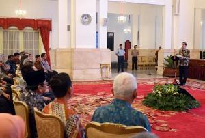 Presiden Jokowi menyampaikan sambutan pada penandatanganan beberapa proyek strategis nasional, di Istana Negara, Jakarta, Kamis (9/6) siang. (Foto: Dani K/Humas)