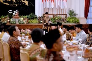 Presiden Jokowi menyampaika sambutan pada buka bersama dengan pimpinan lembaga negara, di Istana Negara, Jakarta, Selasa (14/6) petang. (Foto: Laily/Setpres)