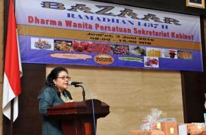 Dharma Wanita Persatuan Sekretariat Kabinet RI mengadakan bazar Ramadhan 1437 H di Aula Gedung III Kementerian Sekretariat negara RI, Jumat(3/6) Pagi.