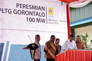 Presiden Jokowi saat meresmikan PLTG Gorontalo 100MW, Jumat (3/6) sore, di Pohuwato, Gorontalo. (Foto: BPMI/Laily)