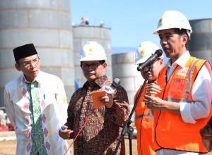 Presiden saat groundbreaking Mobile Power Plant Jeranjang berkapasitas 2x25 mw di Lombok Barat, NTB, Sabtu (11/6). (Foto: Humas/Nia)
