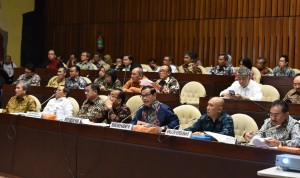 Seskab ikuti rapat kerja dengan Komisi II DPR-RI, di Senayan, Jakarta, Kamis (9/6) siang. (Foto: Humas/Jay)