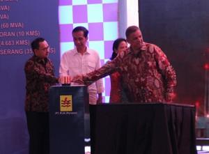 Presiden Jokowi saat melakukan Groundbreaking PLTU Lontar Extention, di Desa Lontar, Kecamatan Kemiri, Tangerang, Banten, Jumat (10/6). (Foto: Humas/Deni)