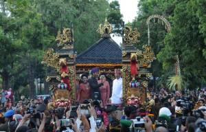 Presiden Jokowi, didampingi Ibu Negara Iriana, saat membuka Pesta Kesenian Bali ke-38 di Monumen Puputan, Renon, Denpasar Bali, Sabtu(11/6). (Foto: Humas/Jay)