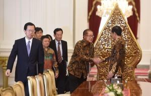Presiden Jokowi menerima kunjungan jajaran pimpinan Inoex Corporation, di Istana Merdeka, Jakarta, Selasa (14/6) siang. (Foto: JAY/Humas)