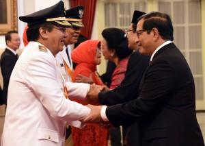 Presiden Jokowi melantik Longky  DJanggola dan Sudarto sebagai Gubernur dan Wakil Gubernur Sulawesi Tengah yang baru Periode 2015-2020 di Istana Negara Jakarta, Kamis(17/6) Pagi.