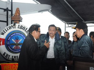 Presiden Jokowi tiba di KRI Imam Bonjol, Kamis (23/6) Siang. (Foto: Humas/Nia)