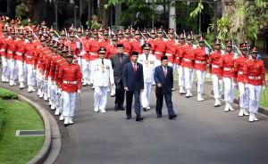 Prosesi Kirab Presiden Jokowi dan Wapres JK sebelum pelantikan Gubernur dan Wagub Sulawesi Tengah, Kamis (16/6) pagi, di Istana Kepresidenan, Jakarta. (Foto: Humas/Rahmat)