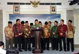 Ketua Umum Pengurus Besar Matla'ul Anwar (MA) Ahmad Sadeli Karim usai bersama sejumlah pengurus diterima Presiden Jokowi, di Istana Merdeka, Senin (13/6) siang. (Foto: Humas/Jay).