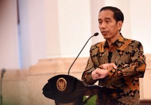 Presiden Jokowi memberikan arahan saat bertemu Pengurus AKLI dan APEI di Istana Negara, Jakarta, Rabu (15/6) siang. (Foto: Humas/Rahmat).