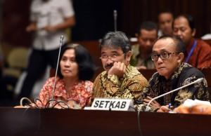 Sekretariat Kabinet dipimpin oleh Wakil Sekretaris Kabinet Bistok Simbolon Bersama dengan Kementerian Dalam Negeri dan BNPP melakukan Rapat Dengar Pendapat Dengan Komisi II DPR RI di Ruang Rapat Komisi II, Gedung MPR DPR RI, Senayan Jakarta, Rabu(22/6) Siang.