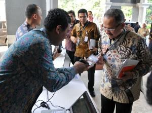 Presiden Joko Widodo (Jokowi) mengumpulkan 1.768 pejabat eselon II dari seluruh Kementerian/Lembaga (K/L) yang ada di instansi-instansi pemerintah, dalam Rapat Kerja Pemerintah, di Gedung Dhanapala, Kementerian Keuangan (Kemenkeu), Jakarta, Selasa (7/6) pagi.