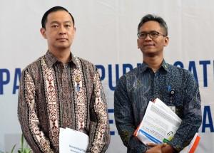 Mendag didampingi Staf Ahli Seskab saat konferensi pers di kantor Kemenko Perekonomian, Jakarta (28/6). (Foto: Humas/Rahmat)