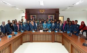 Mahasiswa FIA Universitas Dr. Soetomo Surabaya saat berkunjung ke kantor Sekretariat Kabinet, di Jakarta, Rabu (27/7) siang. (Foto: Rahmad/Humas)