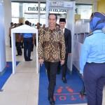 Presiden Jokowi saat mencoba Bandara Sultan Thaha di Jambi (21/7). (Foto: BPMI/Laily)