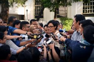 Menteri Keuangan Sri Mulyani Indrawati menjawab wartawan, di halaman Istana Negara, Jakarta, Kamis (28/7) siang. (Foto: OJI/Humas)