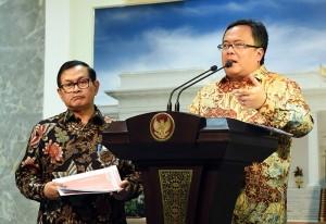 Menkeu usai Rapat Tebatas menjelaskan tentang World Islamic Economic Forum di Kantor Presiden, Jakarta (20/7). (Foto: Humas/Agung)