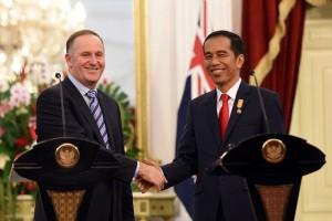 Presiden Jokowi dan PM John Key saat menyampaikan keterangan pers bersama di IStana Merdeka, Jakarta (18/7). (Foto: Humas/Rahmat)