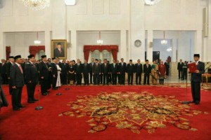 Presiden Jokowi melantik para menteri baru hasil reshufle Kabinet Kerja, di Istana Negara, Jakarta, Rabu (27/7) siang. (Foto: JAY/Humas)