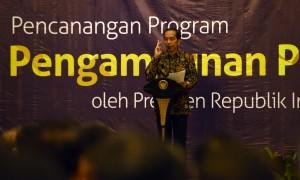 Presiden Jokowi menyampaikan sambutan pada peluncuran program pengampunan pajak, di kantor pusat Ditjen Pajak, Jakarta, Jumat (1/7) pagi. (Foto: JAY/Humas)