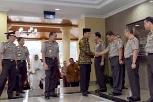 Presiden Jokowi didampingi Kapolri Jenderal Badrodin Haiti tiba di Mabes Polri, Jumat (1/7) sore. (Foto:Humas/Oji)