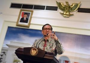 Ketua TNP2K memberikan keterangan pers usai ratas di Kantor Presiden, Jakarta, Selasa (19/7). (Foto: Humas/Rahmat)