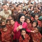 Presiden Jokowi dan Ibu Iriana saat menghadiri Harganas 2016, Sabtu (30/7) pagi, di Kupang, NTT. (Foto: BPMI/Cahyo)