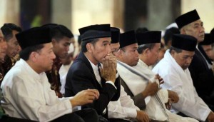 Presiden Jokowi dalam sebuah kesempatan bersama tokoh-tokoh Islam