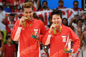 Photo caption: Indonesia's top mixed double pair Tontowi Ahmad/LiliyanaNatsir secure an Olympic gold medal on Wednesday (17/8).