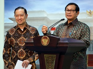Photo Caption: Cabinet Secretary Pramono Anung delivers a press statement after a Cabinet Meeting on Permits, on Tuesday (23/8), at the Presidential Palace, Jakarta