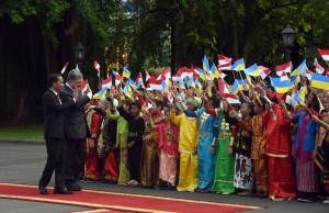Presiden Jokowi menyambut Presiden Ukraina Petro Poroshenko, Rabu (5/8) sore di Istana Merdeka, Jakarta. (Foto: Humas/Jay)