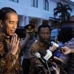 Presiden Jokowi menjawab pertanyaan wartawan usai berdialog dengan budayawan di Galeri Nasional, Jakarta (23/8). (Foto:Humas/Jay)