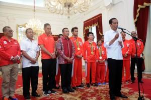 Presiden Jokowi menerima kontingen Olimpiade Indonesia 2016, di Istana Merdeka, Jakarta,Rabu (24/8) pagi.