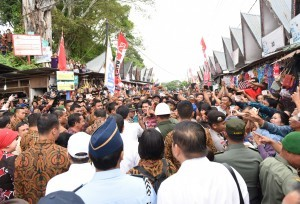 President Jokowi meets with residents in North Sumatera(21/8)