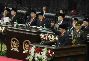 Presiden Jokowi saat menyampaikan Pidato Kenegaraan di depan sidang bersama DPR - DPD, di di Gedung Nusantara MPR/DPR/DPD-RI, Jakarta, Selasa (16/8) siang. (Foto: Rahmad/Humas)