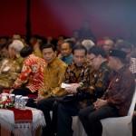 Presiden Jokowi didampingi Menko Polhukam dan Mendagri saat membuka Rakernas I  ADKASI, di Hall C2 JI Expo Kemayoran, Jakarta, Selasa (30/8). (Foto: Humas/Oji)