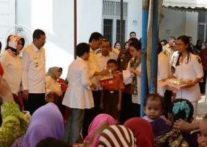 Presiden Jokowi di Puskesmas Aek Habil, Sabtu (20/8) siang. (Foto: Humas)