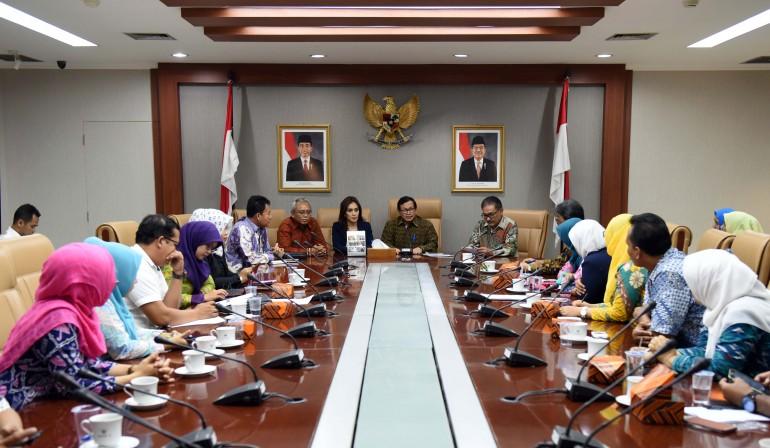 Seskab Menerima 30 Perwakilan Bidan PTT dan Tenaga Honorer (29/8)