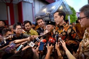 Presiden Jokowi menjawab pertanyaan wartawan usai menghadiri Rakernas I ADKASI, Selasa (30/8), di JIExpo Kemayoran, Jakarta. (Foto: Humas/Oji)